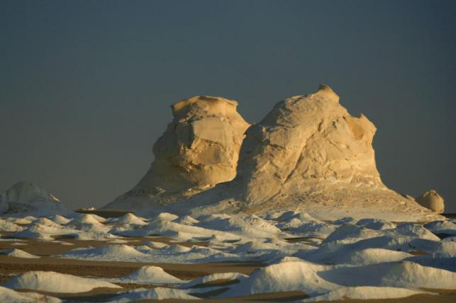 Egypt-White-Desert-Ice-Mirage